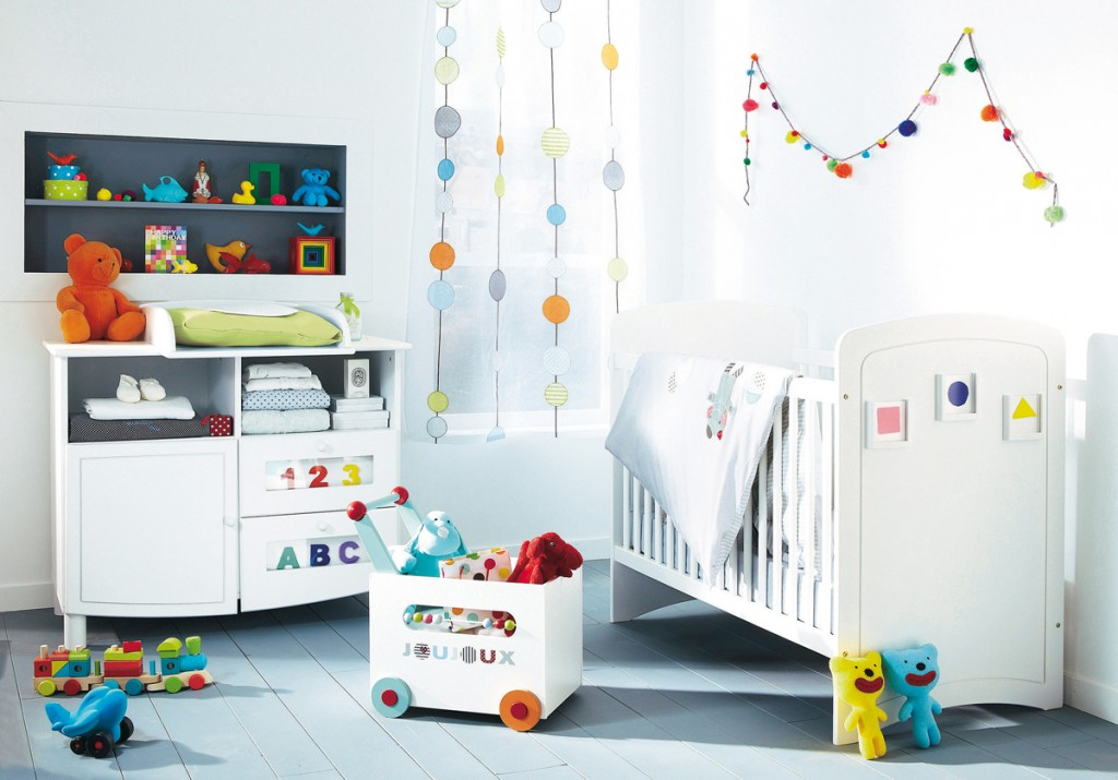 Fascinating-and-cool-baby-room-designs-with-white-ppainted-wall-white-furniture-nice-wall-shelving-with-colorful-dolls