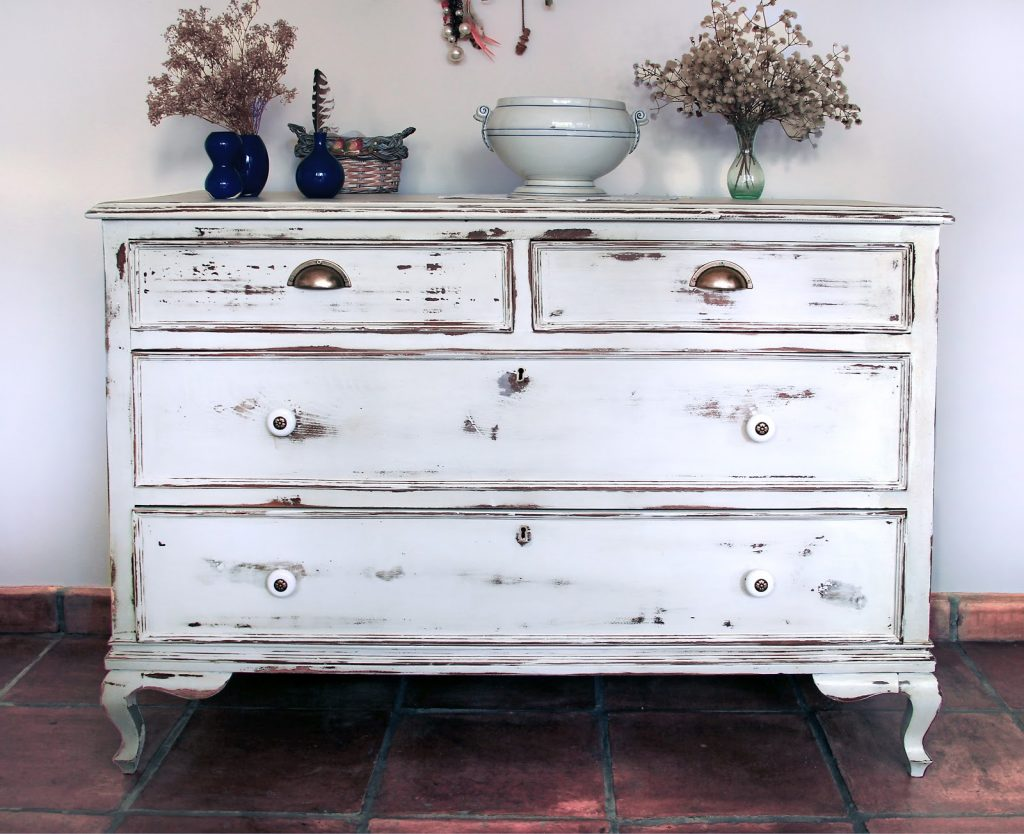 mueble madera desgastada